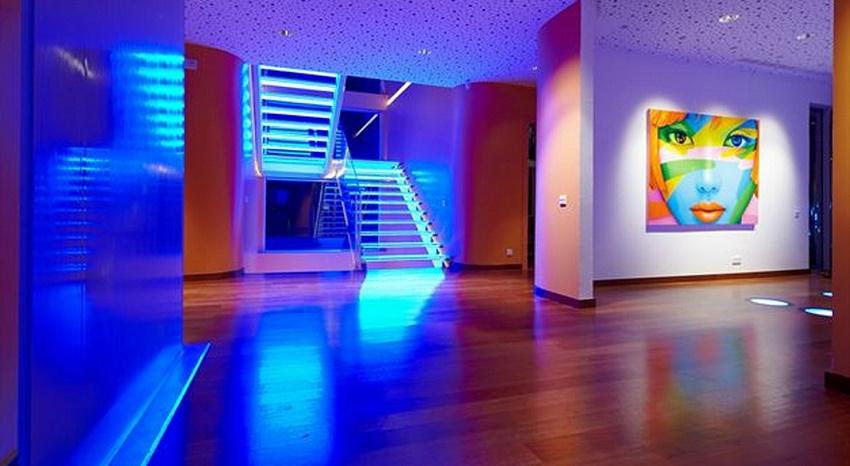luz-led-iluminacion-excalera-casaymantel-decoracion