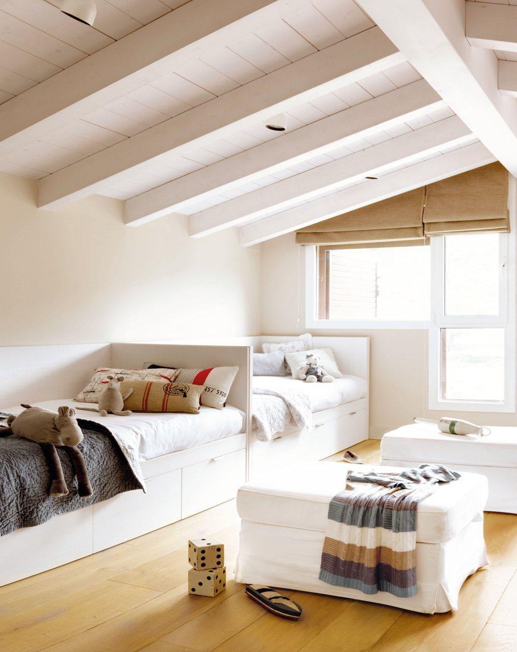 Como ampliar un espacio sin reformas casa y mantel - Muebles para buhardillas ...