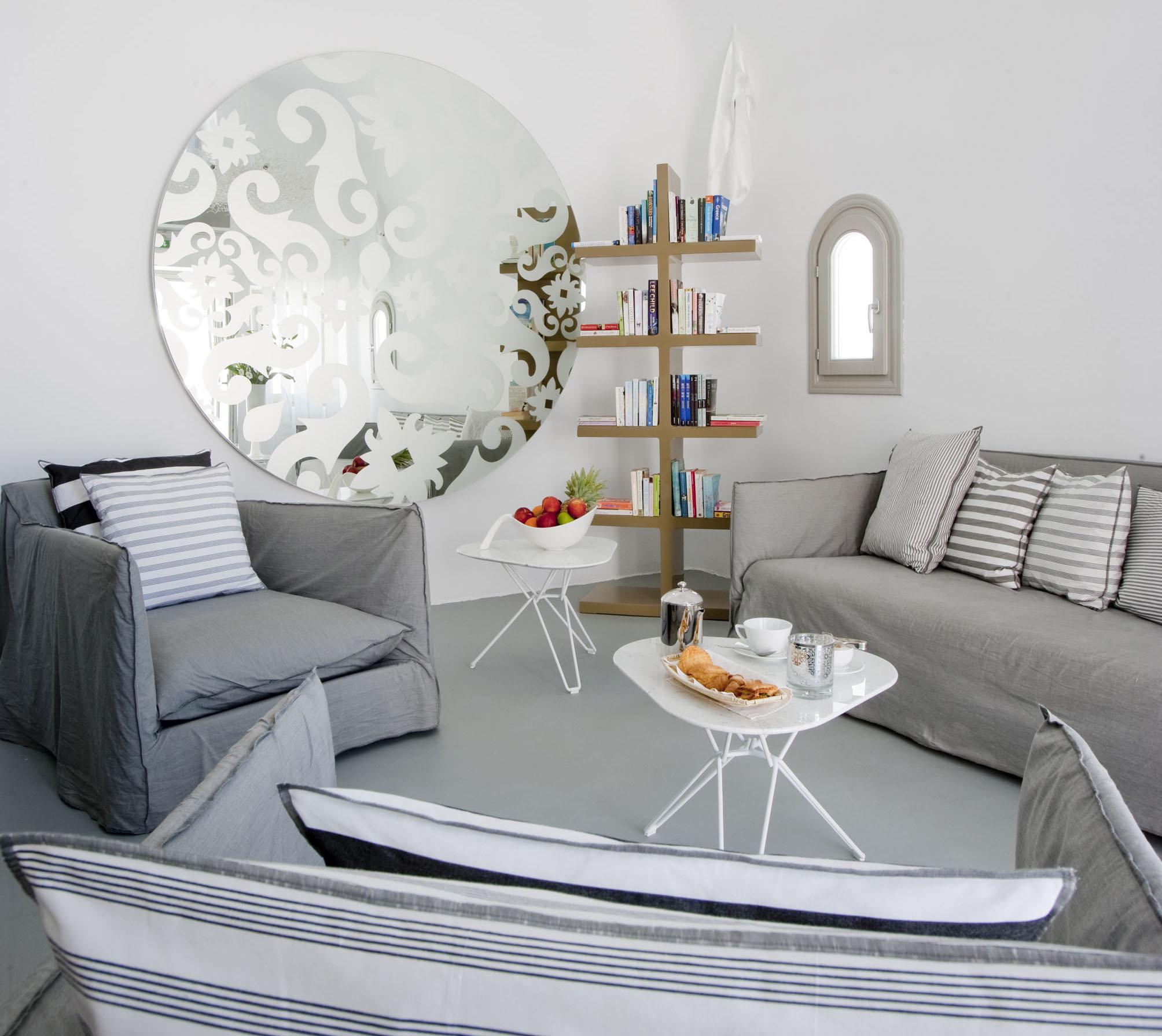 Como ampliar un espacio sin reformas casa y mantel for Como poner un espejo en la pared