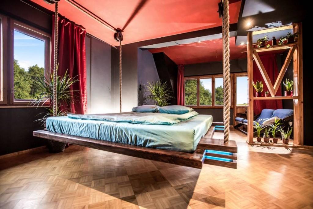 muebles-colgantes-casaymantel-cama-habitacion