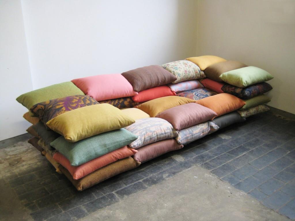 sofa-original-cojines-ingenioso-decoracion-casaymantel