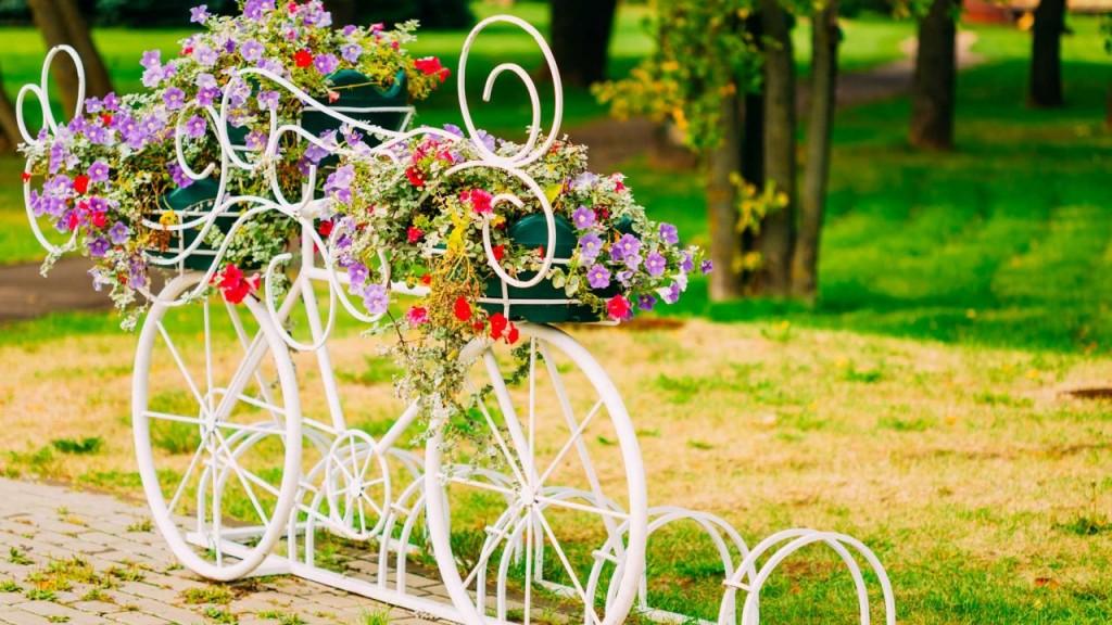 decorar-reutilizar-bibicletas-jardin-casaymantel  (3)